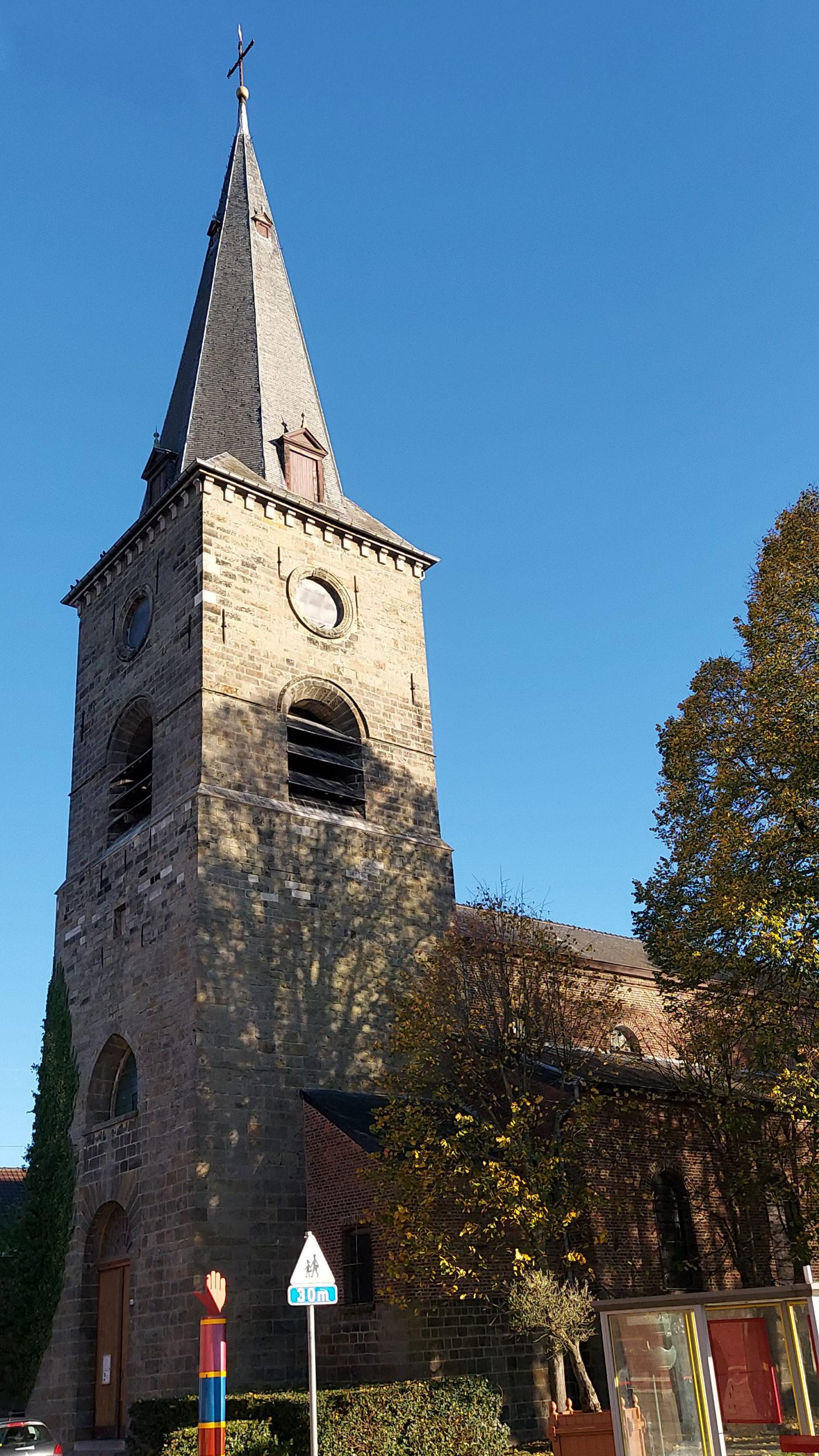 église hautrage centre clocher par ciel degage