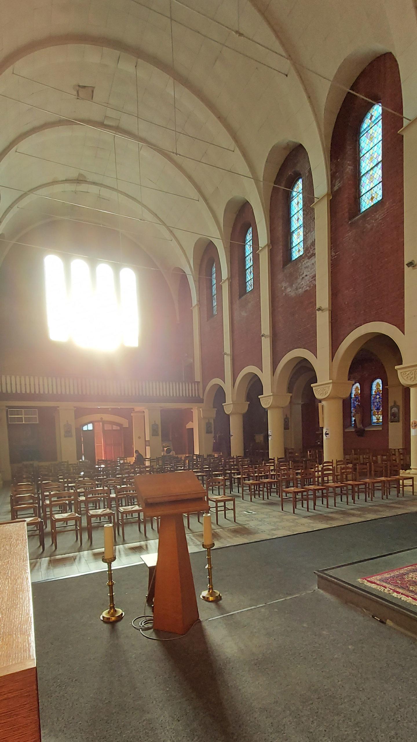 Eglise Hautrage-Etat interieur vu de l'autel