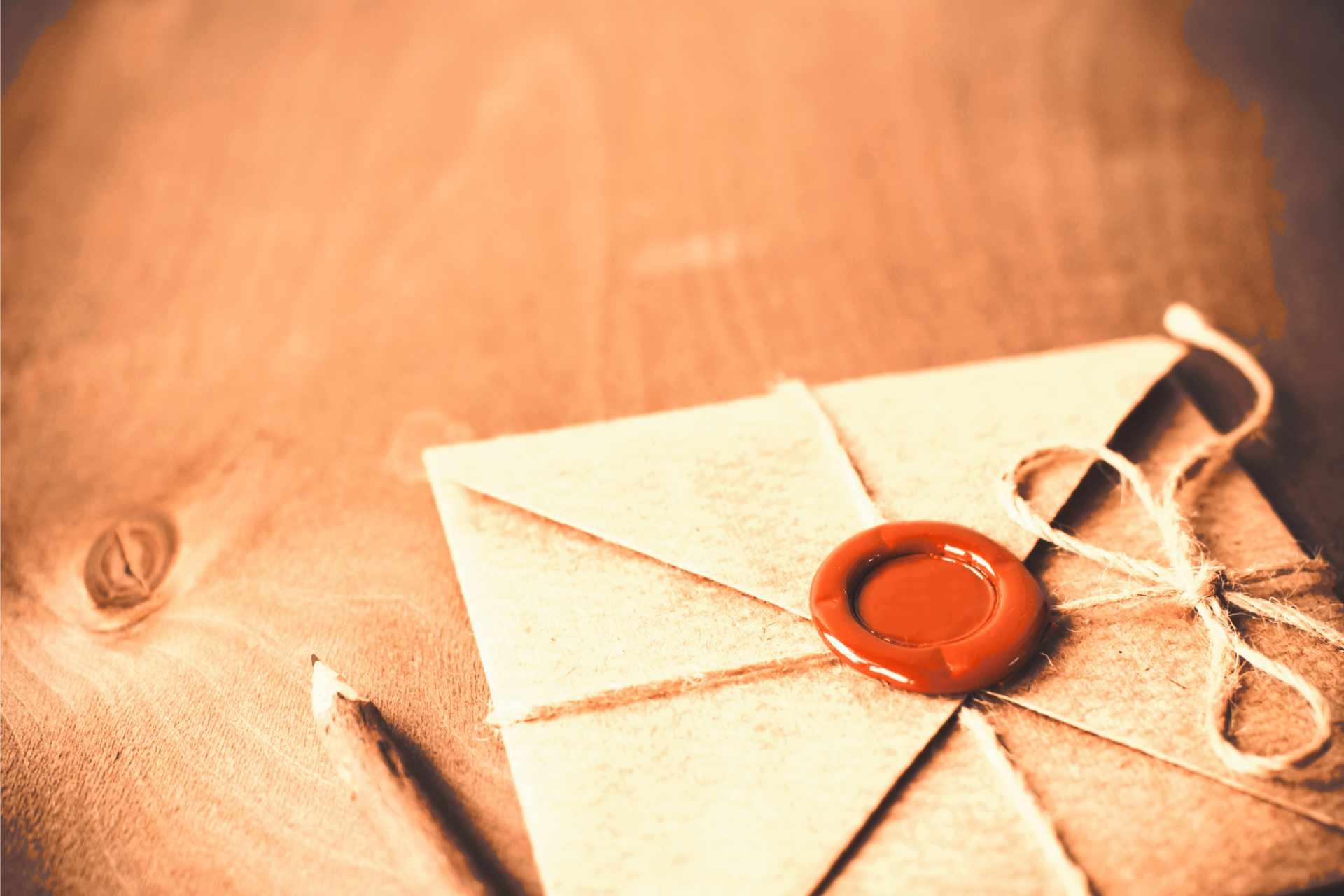 enveloppe fermer à la cire avec un crayon en bois